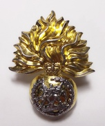 Royal Regiment Of Fusiliers Improved Metal Issue Queen's Crown - Casques & Coiffures
