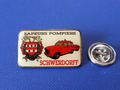 Pin's Sapeurs Pompiers Schwerdorff Moselle Grand Est - Véhicule Ancien - Voiture Peugeot ? - Blason Armoiries (KD70) - Pompiers