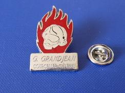 Pin's Sapeurs Pompiers G Grandjean - Courcelles Chaussy - Casque Flammes (KD17) - Pompiers