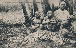 H2 - GUINÉE - Afrique Équatoriale - Léopard Chatié De Ses Méfaits - Guinea Equatoriale