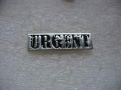 """Pin's """"URGENT"""", Griffe Postale Apposée Sur Le Courrier Expédié Depuis La Fin Du 19e Siecle - Mail Services"""