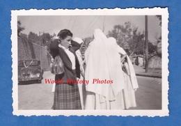 Photo Ancienne - MARSEILLE ? ALGERIE ? - Belle Automobile Peugeot ? à Identifier - Femme Mode Voile Sac Bag Fille Girl - Automobiles