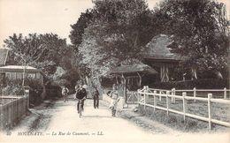 CPA Houlgate La Rue De Caumont (animée) M1793 - Houlgate