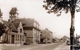 GÄNSERNDORF (NÖ) - Strassenansicht VW Mercedes - Seltene Fotokarte 1940?, Abgel.Marke - Gänserndorf