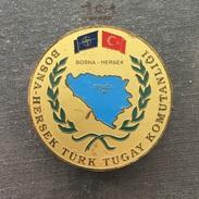 Badge (Pin) ZN006176 - Military (Army) Police NATO Turkey Bosnia Zenica - Militaria