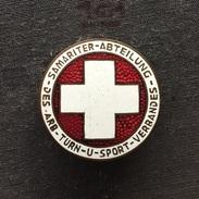 Badge (Pin) ZN006189 - Gymnastics Schweizerischer Arbeiter-Turn- Und Sportverband Samariter Abteilung STATUS Switzerland - Gymnastics