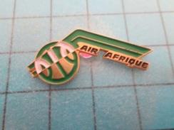 Pin610c Pin's Pins : BEAU ET RARE : AVION COMPAGNIE AERIENNE AIR AFRIQUE Comme La Pompe ... à Fric LOL  , Marquage Au Do - Airplanes