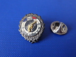 Pin's Police Nationale - Centre National De Tir - Cible Pistolet Arme (KB9) - Police