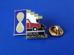 Pin's Police Municipale - Metz - Sablier Horodateur - Paiement Stationnement (KB15) - Police