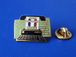 Pin's Police Municipale - Metz - Téléphone Ancien - Machine à écrire (KB16) - Police