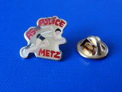 Pin's Police Nationale Metz - AS Association Sportive - Course à Pied Coureur Athlétisme (KB35) - Police