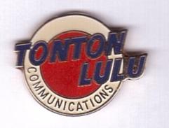 Z423 Pin's TONTON LULU Qualité Egf Communication Publicité Namur Belgique Achat Immédiat - Médias