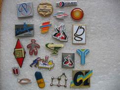 Lot N°3 De 20 Pin's Médicaux, Entreprises, Médicaments, Formules Ect.... - Medical