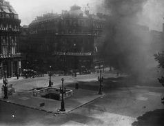 LIBERATION DE PARIS 1944 - Photo , Tirage Pro Original - ça Brûle Place De La KOMMANDANTUR -  RARE - TBE - Guerre 1939-45