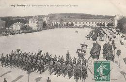 Pontivy - La Place Nationale Un Jour De Revue Du 2e Chasseurs - Pontivy