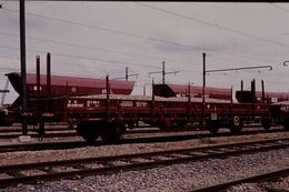 Photo Diapo Diapositive Train Wagon Plat K5 Chargé De Ballast Et Trémie Arbel Roy à Moret Le 29/05/1993 VOIR ZOOM - Diapositives