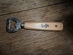 ANCIEN DECAPSULEUR  PUB BIERE / LEFFE - Bottle Openers