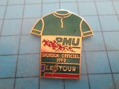 Pin610c Pin's Pins : BEAU ET RARE : TOUR DE FRANCE CYCLISME  PMU SPONSOR OFFICIEL Attention Aux Seringues Les Chevaux !! - Cycling