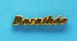 1 PIN'S  //   ** PRÉNOM ** DOROTHÉE ** - Celebrities