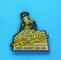 1 PIN'S  //   ** LA POSTE ** COLBERT ** 1891 / 1991 ** MARSEILLE ** - Mail Services