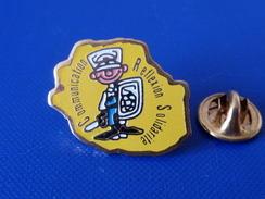 Pin's Police CRS - Communication Reflexion Solidarité - équiement Anti émeute (KB54) - Police