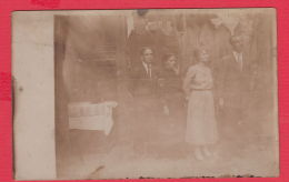221777 / Real Photo GROUP MAN WOMA HAUSE Bulgaria Bulgarie Bulgarien - Personnes Anonymes