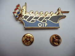 Superbe Big Pin's En Zamac , Joute Nautique , OIP - Pin's
