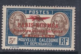 """Nlle Calédonie  P.A.  N° 26 X Timbre Surchargé """" Paris-Nouméa"""" : 5 F.  Trace De Charnière Sinon TB - New Caledonia"""