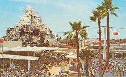 USA        176        Disneyland.Tomorrowland Terrace - Orlando