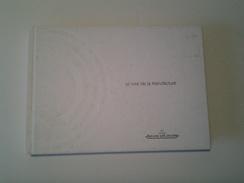 Le Livre De La Manufacture Jaeger-le-Coultre 2000 ( 250 Pages ) Couverture Tachée - Bijoux & Horlogerie