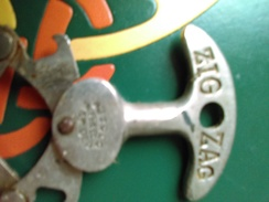Vends Magnifique Tire Bouchon De Marque ZICZAC En Laiton - Bottle Openers