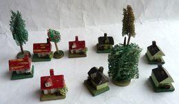 LOT 8 MAISONS ET 4 ARBRES MINIATURES ANCIENS EN BOIS POUR TRAINS Echelle N - Figurines