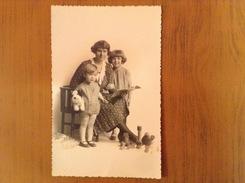 Ancienne Photo Carte Postale Femme Avec Ses Enfants - Cartes Postales