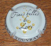 Capsule Pétillant Vouvray. Fines Bulles De Loire. Blanc Sur Noir - Sparkling Wine