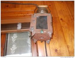 2  LAMPADE  VENTENNIO  FASCISTA-- SI  PRESUME   DA  CARROZZA    CON  CAVALLI   -- LUINO  VARESE - Lamps