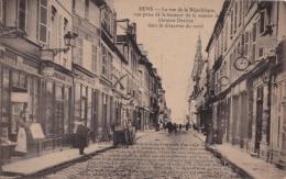 DA19- 89) SENS -la Rue De La République, Vue Prise De La Hauteur De La Maison De Librairie Deroye -  2 SCANS - Sens