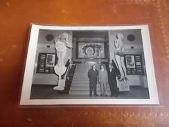 RARE-REAL-Photo-Hong-Kong-China-1954-CINEMA-QUEENS-PIN-UP-FILM-PLAISIRS-DE-PARIS - Chine (Hong Kong)