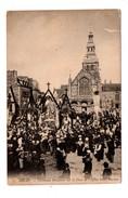 22 - DINAN . Cérémonie Religieuse Sur La Place De L'Eglise Saint-Sauveur - Réf. N°7031 - - Dinan