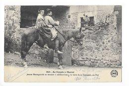 Le Couple à Cheval - Jeunes Montagnards Se Rendant à Califourchon à La Foire De La Toussaint Au PUY En Velay  -   - L 1 - Auvergne Types D'Auvergne