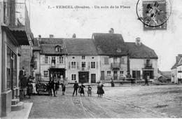 CPA  De VERCEL (Doubs) - Un Coin De La Place - Edition CLB. Numéro 7. Circulée En 1913. Bon état. - Altri Comuni