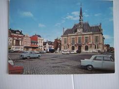 CPM Chauny Place De L'Hotel-de-Ville   T.B.E. Voitures Ancienne Peugeot 403 Et 404 - Chauny