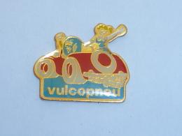 Pin's VOITURE VULCOPNEU - Unclassified
