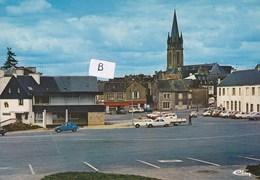 Questembert - La Place Et L église - Questembert