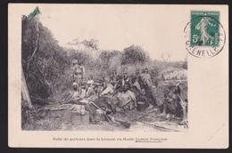 CPA   Guinée Française.  Halte Des Porteurs Dans La Brousse En Haute Guinée - Guinée Française