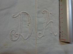 Monogramme Brodes  D A Pour Loisirs Creatifs - Habits & Linge D'époque