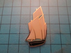 Pin510d Pin's Pins : BEAU ET RARE : BATEAU VOILIER VIEUX GREEMENT  , Marquage Au Dos : - --- - - Boats