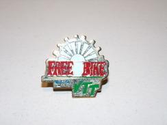 Pin's Free Bike VTT ( Union Sportive Orléans ) - Badges