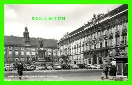 WIEN, AUSTRIA - HOFBURG BURGHOF MIT DENKMAL KAISER FRANZ - ANIMATED OLD CARS - PAG - - Wien Mitte