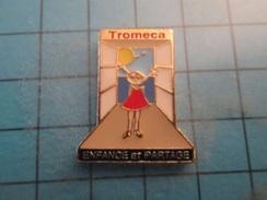 Pin510d Pin's Pins : BEAU ET RARE : TROMECA ASSOCIATION ENFANCE ET PARTAGE  , Marquage Au Dos : ------- - Associations
