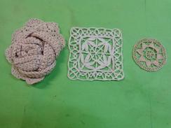 Fleur Execute Au Crochet + Autre  Pour Loisirs Creatifs - Habits & Linge D'époque